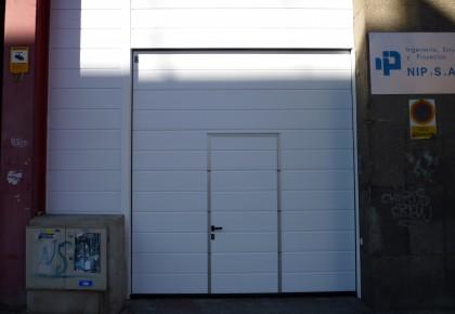 Puerta seccional con peatonal en Alpedrete