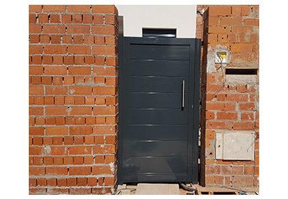 Puerta corredera en Azuqueca de Henares