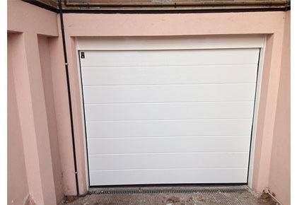Puerta seccional Pinto